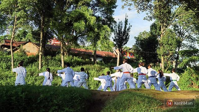 Thiếu niên được khuyến khích tập võ để rèn luyện sức khỏe.