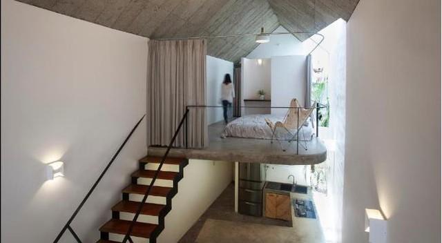 Góc nghỉ ngơi trên tầng 2 được nối tiếp với không gian tầng 1 bằng 1 chiếc cầu thang nhỏ.