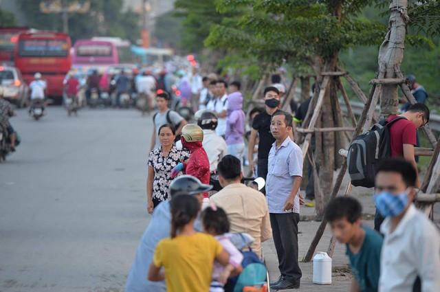 Hà Nội: Tắc khắp ngả, đông nghẹt bến xe trước nghỉ lễ - Ảnh 13.