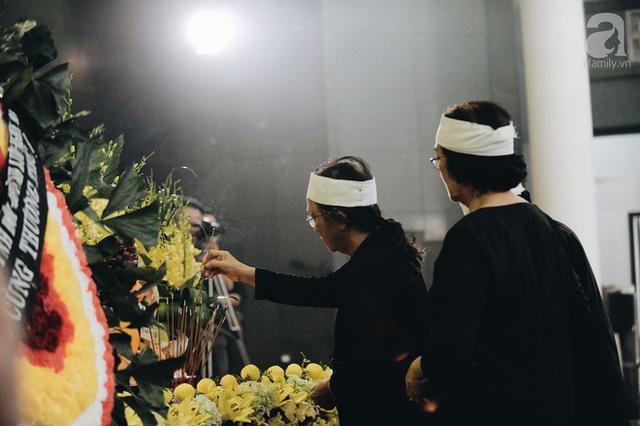Những hình ảnh xúc động trong lễ tang nhà giáo Văn Như Cương - Ảnh 13.