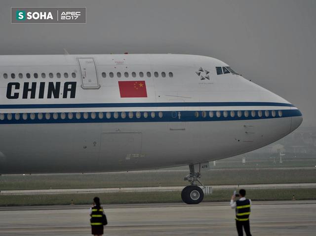 [LIVE] Chuyên cơ của Chủ tịch Trung Quốc Tập Cận Bình hạ cánh xuống sân bay Nội Bài - Ảnh 3.