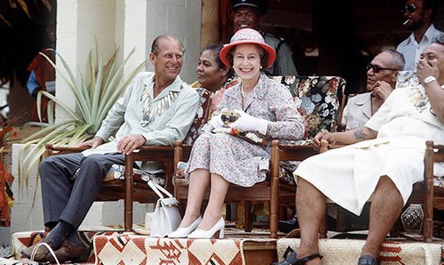 Hai vợ chồng tới thăm đảo Tuvalu vào năm 1982.
