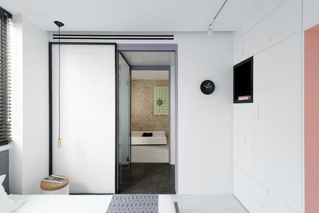 '' Hai phòng ngủ được thiết kế cạnh nhau và ngăn cách bằng một nhà vệ sinh chung ở giữa. ''
