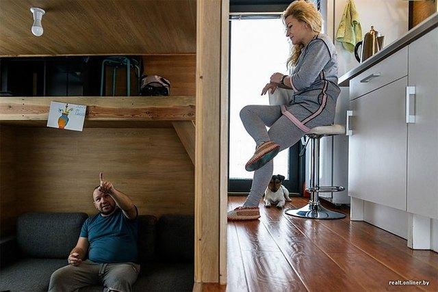 Trong ngôi nhà khoảng cách về không gian được thu hẹp, mọi người có thể dễ dàng nói chuyện với nhau dù ở bất cứ đâu.