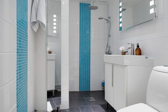 Phòng tắm được ốp đá hoàn toàn cho cả tường và sàn tạo cảm giác vô cùng hiện đại, sang trọng.