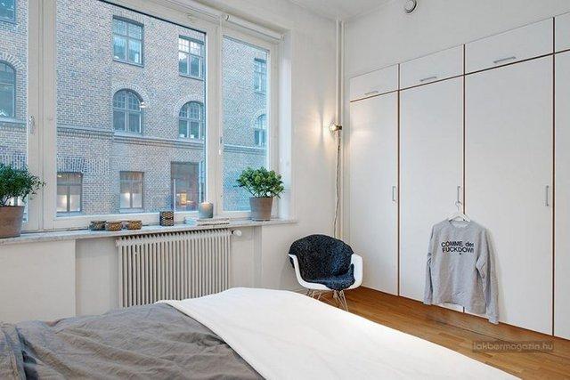 Thậm chí, tủ đựng quần áo cũng được lựa chọn sắc trắng muốt nhẹ nhàng.