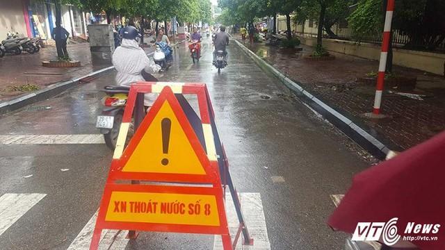 Biển cảnh báo nguy hiểm dành cho người đi đường. (Ảnh: CTV)