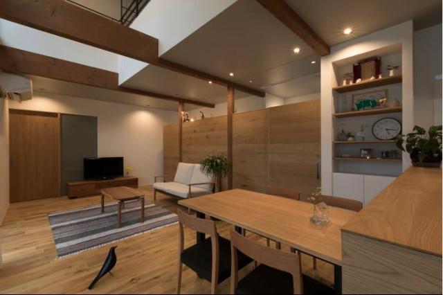 Thiết kế mở hoàn toàn nơi tầng 1 cũng tạo cảm giác thông thoáng hơn cho ngôi nhà.
