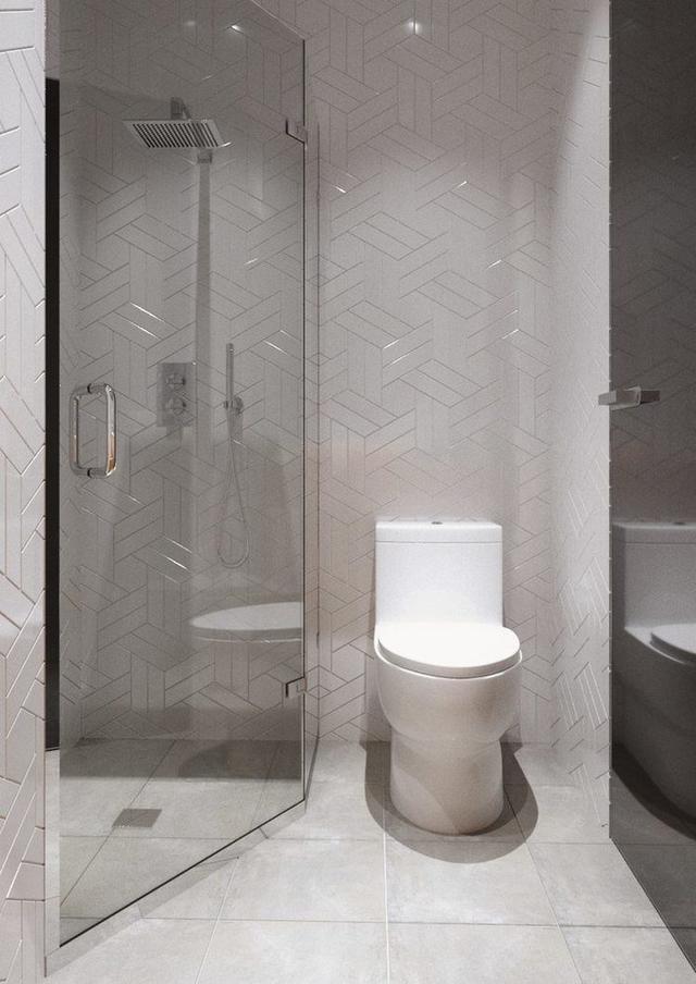 Nhà vệ sinh với bồn tắm đứng tách biệt bằng một lớp cửa kính trong suốt.