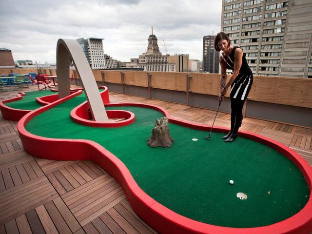 Nhân viên Google tại Toronto, Canda có thể giải trí bằng vài ván golf trên sân thượng.