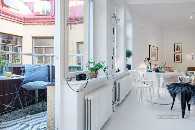 Một không gian tuyệt đẹp không thể không nhắc đến trong căn hộ này đó là một ban công tuyệt đẹp ngoài cửa sổ.