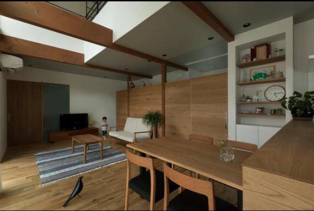 Trong ngôi nhà này mọi thứ đều được đơn giản hóa và hoàn toàn không cầu kỳ trong cách trang trí nội thất, nhưng nó lại mang đến cho chủ nhà cảm giác được thư giãn hoàn toàn với cây xanh, nắng, gió ngay bên trong ngôi nhà.