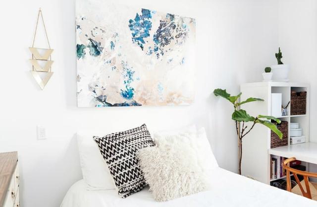 Không giống như phòng khách, bếp và góc ăn uống, không gian nghỉ ngơi được thiết kế khá yên tĩnh và riêng tư.