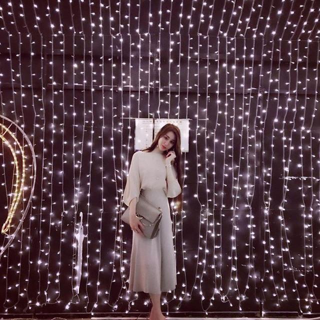 Weymi Cho cao ráo, xinh đẹp, có nước da trắng mịn màng và thân hình gợi cảm. Cô nàng giàu có và lại có gu thời trang cho nên Instagram của Weymi Cho luôn khiến các cô gái khác ghen tị bởi những hình ảnh đẹp long lanh như bước ra từ một cuốn tạp chí thời trang nức tiếng nào đó.