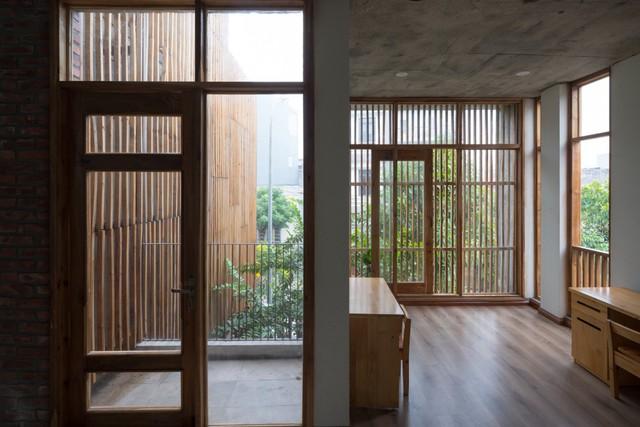 Thiết kế mở khiến tất cả mọi ngõ ngách trong ngôi nhà lúc nào cũng bừng sáng. Ngôi nhà này thực sự là một nơi ấm cúng, yên bình để nghỉ ngơi và thư giãn.