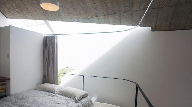 Ánh sáng đi qua khu vực giếng trời len lõi vào từng không gian, thậm chí cả giường ngủ.