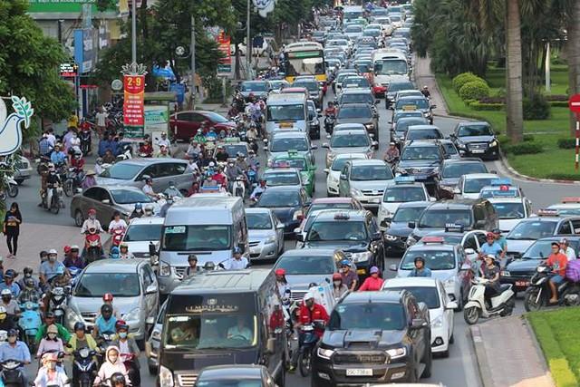 Hà Nội: Tắc khắp ngả, đông nghẹt bến xe trước nghỉ lễ - Ảnh 16.