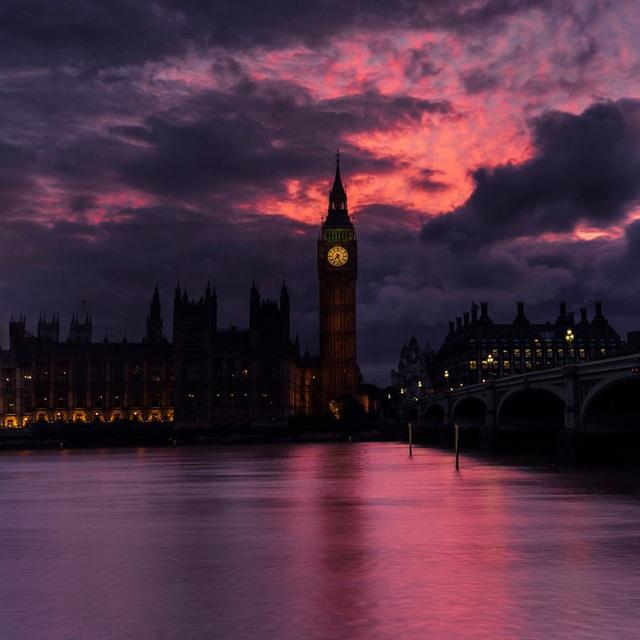 Đồng hồ Big Ben trong ánh trời chiều.