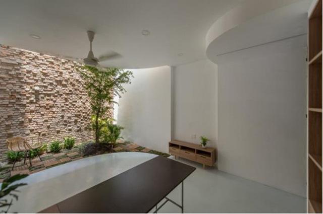 Khi thiết kế giếng trời phải dựa trên kích thước của ngôi nhà mà thiết kế giếng trời vị trí hợp lí.