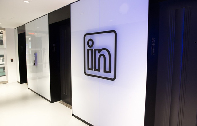 Hình ảnh thang máy tại LinkedIn.