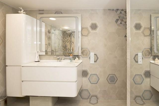 Nhà vệ sinh tuy nhỏ nhưng được trang bị tiện nghi và hiện đại.
