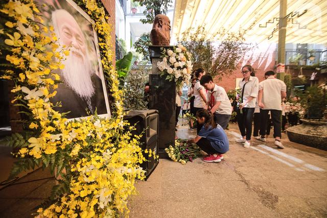 Những hình ảnh xúc động trong lễ tang nhà giáo Văn Như Cương - Ảnh 17.