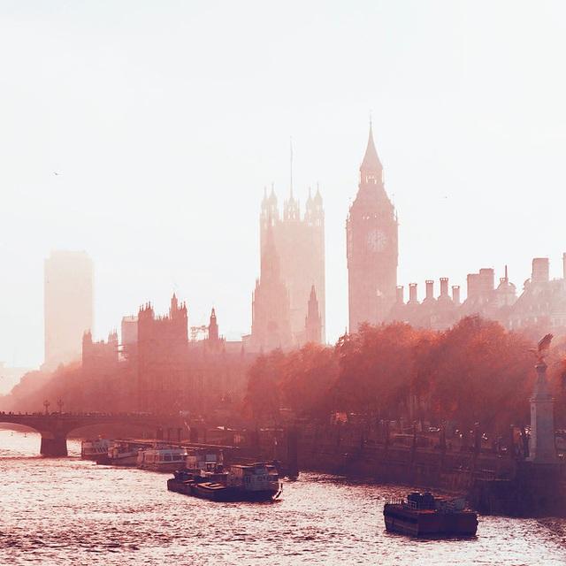 Khung cảnh London mơ màng khi trời vào thu.