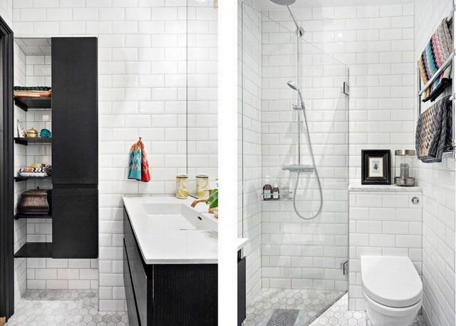 Vẫn với hai tông màu chủ đạo đen và trắng, khu vực nhà tắm nhờ đó mà thoáng sáng và sạch bóng.