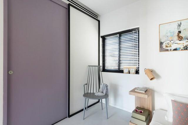 Mọi thứ trong phòng đều tối giản và chỉ sử dụng những gì cần thiết nhất khiến căn phòng nhỏ không bị rối mắt.