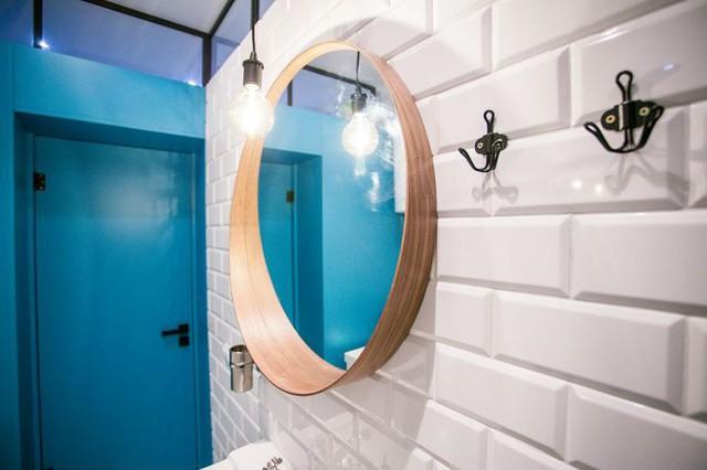Chiếc giương soi không thể thiếu cho phòng tắm nhưng nó lại cũng là vật trang trí ấn tượng bởi hình dáng lạ mắt.