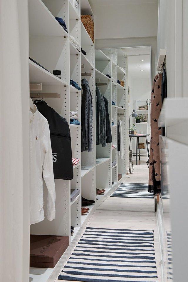 Khu vực để quần áo và đồ dùng cá nhân của chủ nhà.