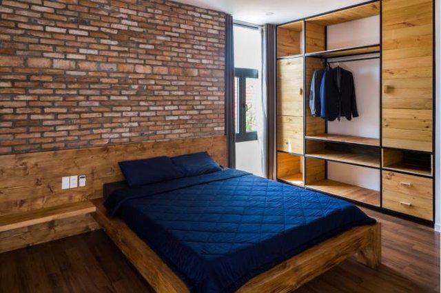 Một không gian nghỉ ngơi khác được thiết kế mộc mạc với nội thất kết hợp hài hòa của gỗ và gạch mộc.