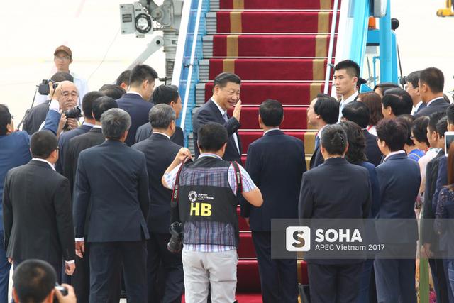 Bộ trưởng Bộ giáo dục & Đào tạo Phùng Xuân Nhạ tiễn Chủ tịch Trung Quốc tại sân bay Đà Nẵng