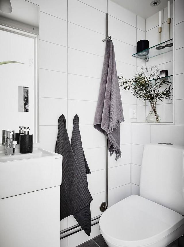 Nhà vệ sinh được thiết kế nhỏ nhắn nhưng ngăn nắp và tiện nghi.