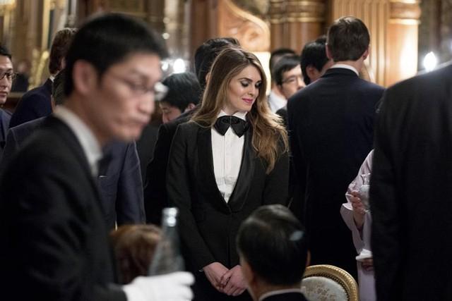 Người đẹp Hope Hicks – Giám đốc Truyền thông Chiến lược của Nhà Trắng tới dự một bữa tiệc nhà nước ở Điện Akasaka, Tokyo vào ngày 6/11.