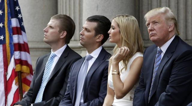 Eric, Donald Jr., Ivanka, và Donald Trump tham dự lễ động thổ Trump International Hotel tại Washington vào 23/8/2014. Ảnh: Reuters.