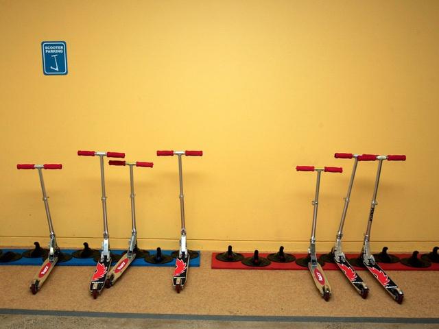 Chi nhánh Google tại New York rộng đến nỗi mọi người phải sử dụng những chiếc xe scooter để di chuyển cho kịp thời gian.