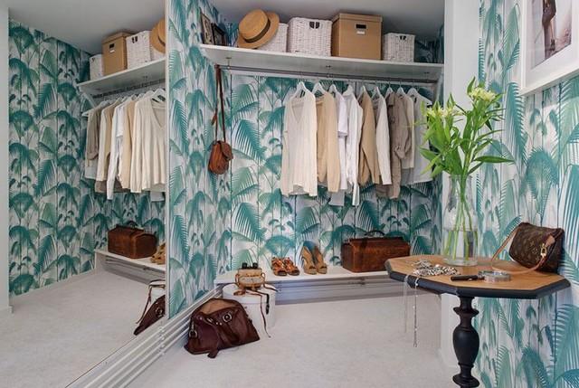 Tủ đựng đồ dùng cá nhân và quần áo tiện dụng của chủ nhà.