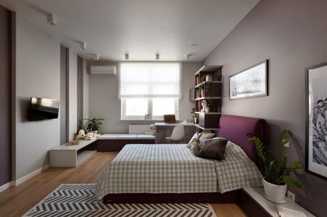 Trong phòng được bố trí đầy đủ giường ngủ, góc thư giãn và góc học tập cho con.