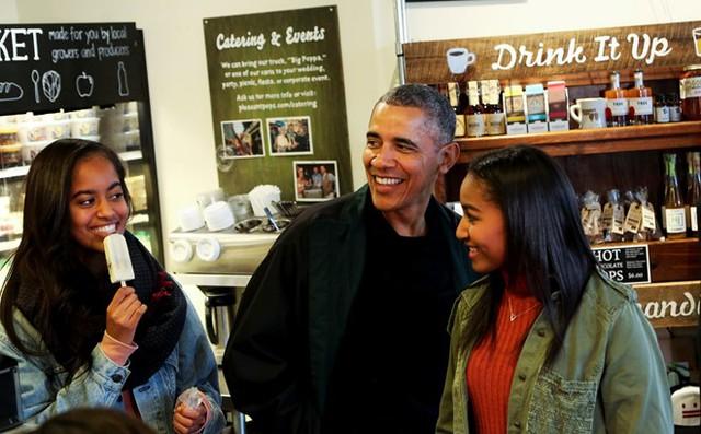 Obama được đánh giá là một người thành công trong việc nuôi dạy con cái vượt khỏi hào quang chính trị. Ảnh: Getty.