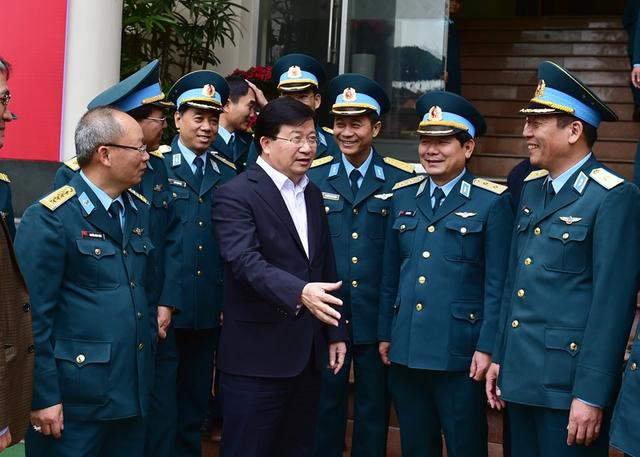 Phó Thủ tướng Trịnh Đình Dũng thăm Tổng Công ty Xây dựng công trình hàng không. Ảnh: VGP/Nhật Bắc