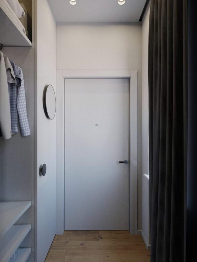 Lối vào nhà thoáng sáng cạnh cửa sổ. Nơi đây ẩn chứa rất nhiều bí mật mà bất kỳ ai vào nhà cũng khó có thể nhận ra.