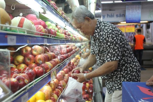 Các loại táo Mỹ được nhập về bán giá rất cao trong siêu thịẢnh: HOÀNG TRIỀU