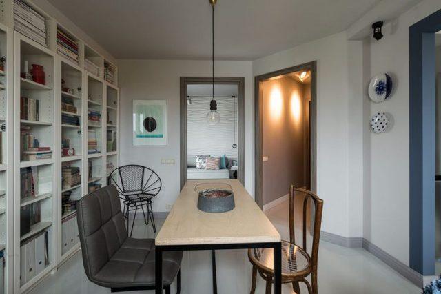 Căn hộ được bố trí với các phòng chức năng riêng biệt. Ngay lối vào là phòng khách, hai bên là phòng ngủ và khu vực nấu ăn.