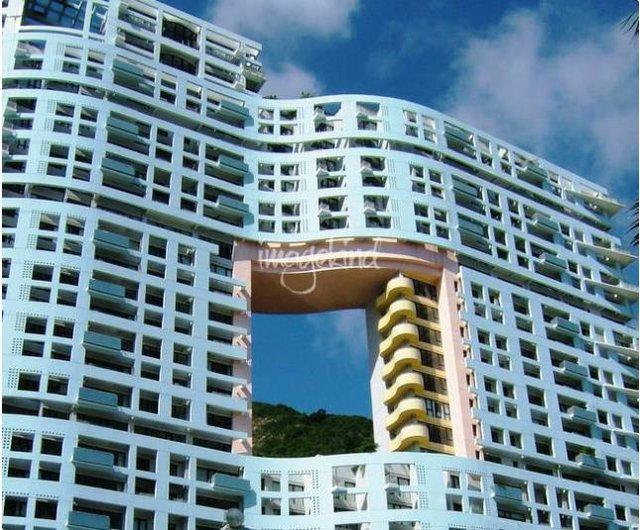 """Người Hồng Kông gọi những lỗ hổng này là """"lỗ hổng của rồng"""" – con vật luôn mang lại may mắn và thịnh vượng."""