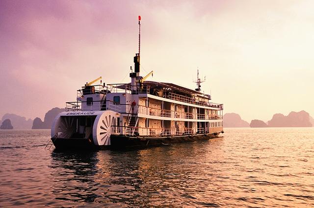 Du thuyền Emeraude