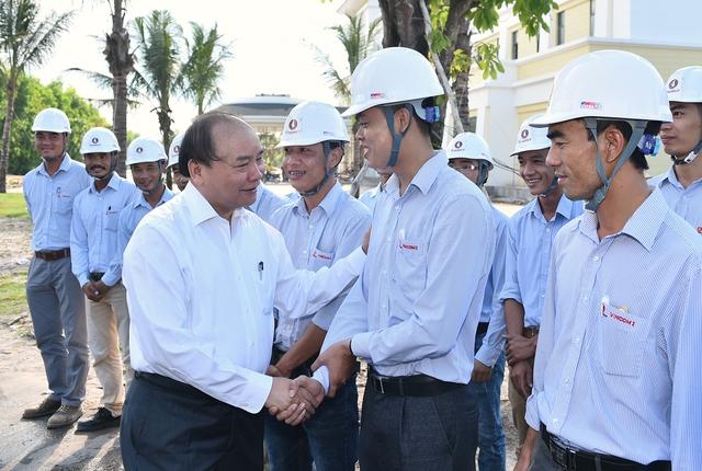 Thủ tướng đến thăm cán bộ, công nhân Tập đoàn Vingroup. Ảnh: VGP/Quang Hiếu