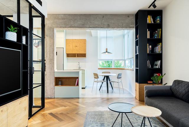 Những phần như bếp, phòng khách, phòng làm việc được tách riêng khỏi phòng ngủ và công trình phụ.
