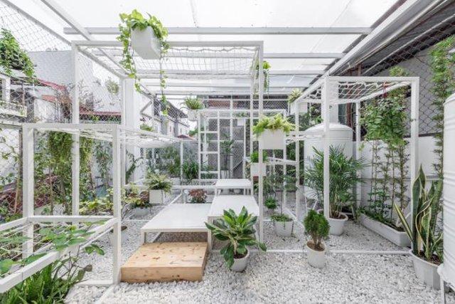 Toàn bộ không gian 18m2 trên sân thượng của ngôi nhà này được thiết kế thành một không gian nghỉ ngơi, thư giãn tuyệt đẹp.