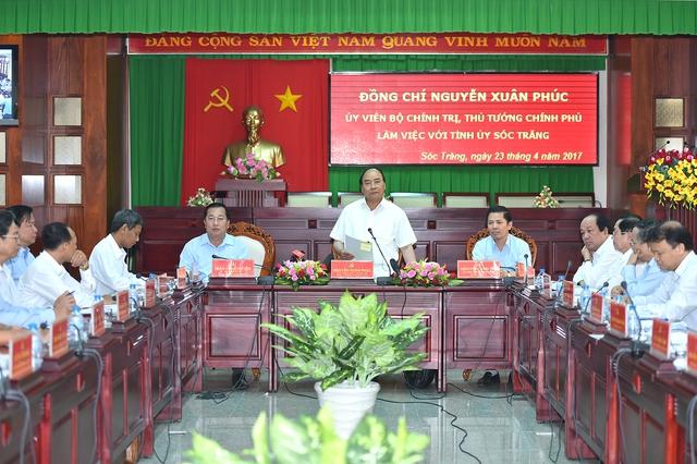 Thủ tướng làm việc với lãnh đạo tỉnh Sóc Trăng. Ảnh: VGP/Quang Hiếu